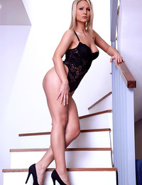 Samantha Jolie is nothing short of breathless. In this hot video she brings herself to orgasm in the most sensual way.